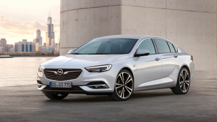 opel-insignia-grand-sport-avant-statique-2