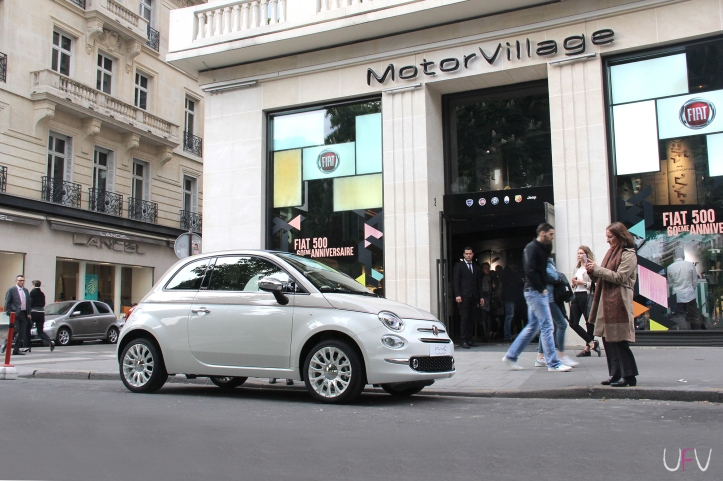 la fiat 500 c l bre ses 60 ans sur les champs elys es une fille au volant. Black Bedroom Furniture Sets. Home Design Ideas