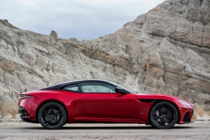Aston Martin DB Superleggera 2018 profil jantes rouge coupé