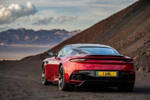 Aston Martin DB Superleggera 2018 arrière échappement rouge sportive