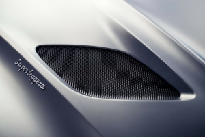 Aston Martin DB Superleggera 2018 détail logo capot