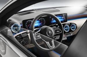 Mercedes Classe A berline 2018 intérieur volant écran MBUX