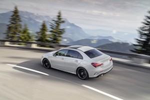 Mercedes Classe A berline 2018 arrière dynamique