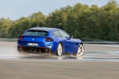Ferrari GTC4 Lusso T Mortefontaine dynamique arrière drift jantes échappement