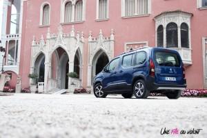 Peugeot Rifter 2018 Allure arrière statique bleu jantes