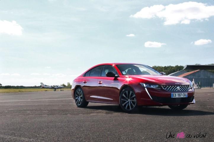Peugeot 508 avant rouge ultimate GT Line PureTech 180 statique profil