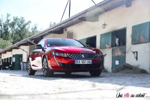Peugeot 508 GT Line PureTech 180 EAT8 trois quart avant rouge ultimate statique