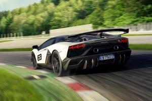 Lamborghini Aventador SVJ 2018 arrière dynamique blanc