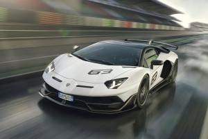 Lamborghini Aventador SVJ 2018 avant dynamique blanc