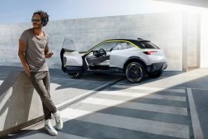 Opel GT X Experimental Concept mise en scène