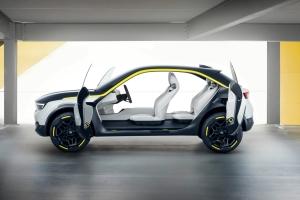 Opel GT X Experimental Concept profil portes ouvertes