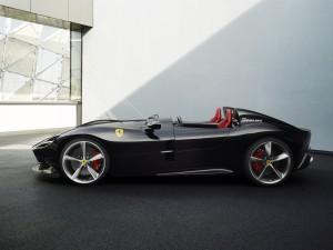Ferrari Monza SP2 profil V12 noir jantes roues