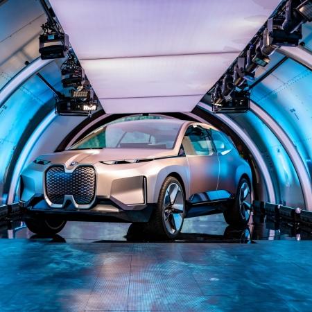BMW Vision iNEXT Concept 2018 avant boeing 777 présentation