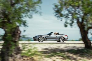 BMW Z4 profil jantes M40i gris capote dynamique