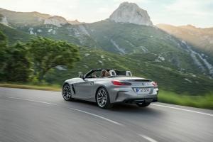 BMW Z4 arrière feux échappement roadster gris dynamique