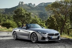 BMW Z4 avant statique jantes M40i essence gris roadster