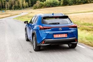Essai Lexus UX F-Sport arrière dynamique bleu