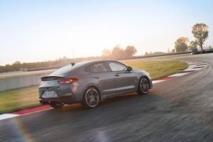 Hyundai i30 N Fastback profil dynamique roues arrière échappement