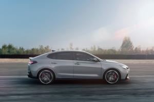 Hyundai i30 N Fastback profil dynamique circuit gris roues jantes