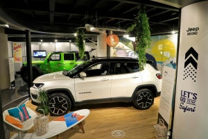 Exposition Jeep Around MotorVillage Compass