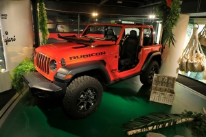 Exposition Jeep Around MotorVillage 2018 Wrangler Rubicon rouge jantes