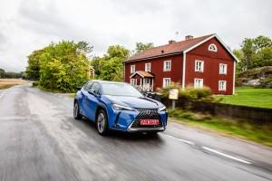 Essai Lexus UX avant dynamique hybride jantes