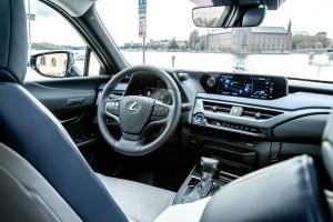 Essai Lexus UX 2018 intérieur volant écran boîte de vitesse