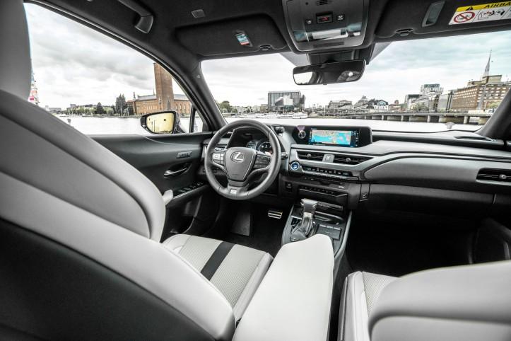 Essai Lexus UX intérieur sièges écran