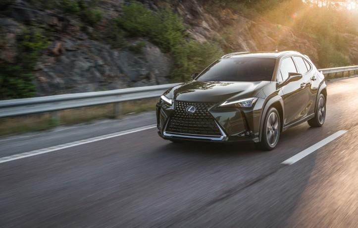 Essai Lexus UX 2018 kaki vert dynamique f-sport hybride