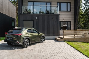 Essai Lexus UX 2018 profil arrière jantes feux vert