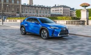 Essai Lexus UX 2018 bleu ville calandre jantes