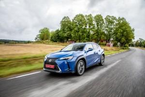 Essai Lexus UX feux roues hybride