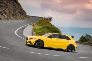 Mercedes-AMG A 45 4MATIC profil jaune jantes aileron feux essence