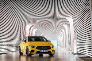 Mercedes-AMG A 45 4MATIC profil avant jantes jaune calandre essence