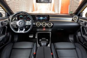 Mercedes-AMG A 45 4MATIC intérieur volant écran