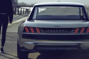 Peugeot e-Legend Concept arrière détail feux optiques griffes logo