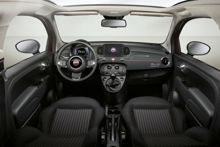 Fiat 500 Collezione automne 2018 intérieur écran volant