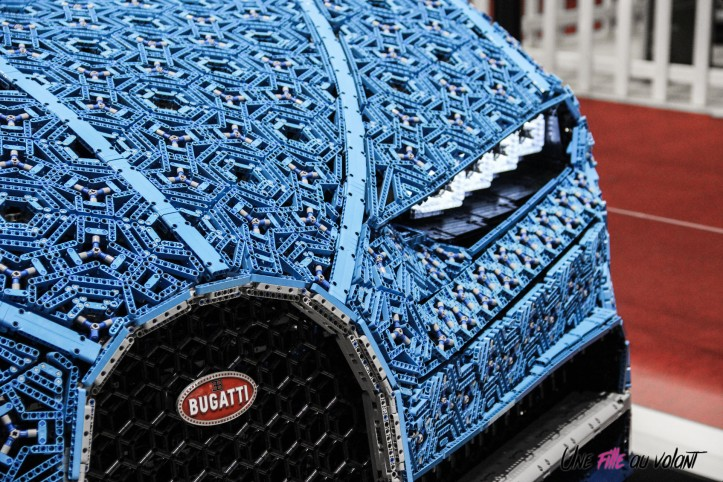 Bugatti Chiron Lego Mondial auto Paris 2018 logo feux calandre
