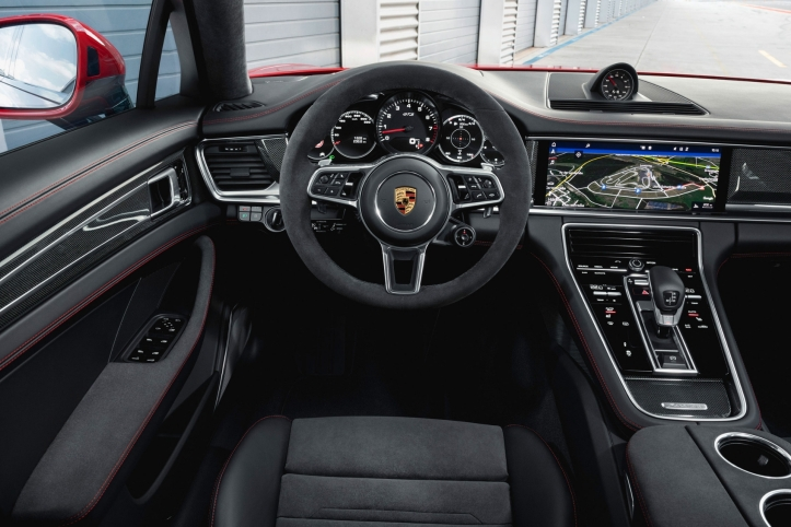 Porsche Panamera GTS 2018 intérieur volant alcantara