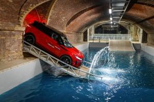 Range Rover Evoque 2018 franchissement rouge suv