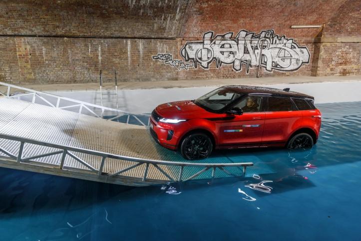 Range Rover Evoque 2018 profil toit rouge calandre