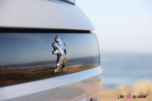 Peugeot 508 SW logo blanc coffre