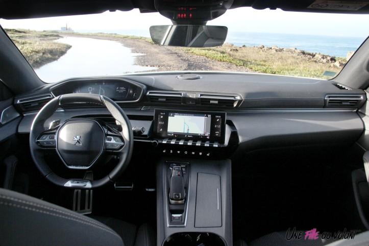Peugeot 508 SW intérieur écran i-cockpit volant
