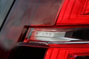 Volvo V60 logo feux arrière
