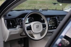 Volvo V60 intérieur volant écran sièges cuir