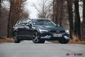 Volvo V60 statique avant denim blue