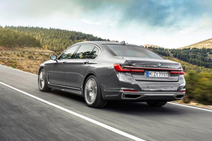 BMW Série 7 arrière feux échappement profil