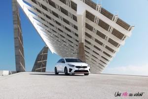 Kia Proceed GT statique blanc feux