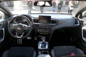 Kia Proceed GT intérieur volant écran sièges