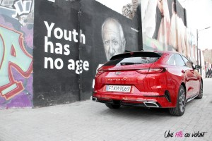 Kia Proceed GT rouge arrière échappement logo statique